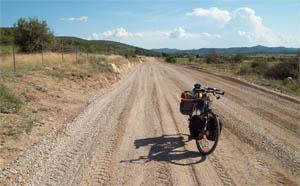 Onverharde weg in de 'snelkookpan' op weg naar Avèze