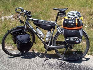 De fiets van Lowie Haenen met volle bepakking