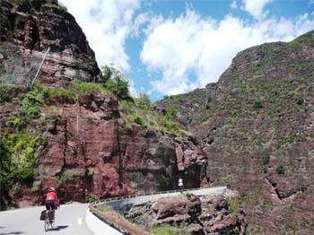 De gorges de Cians: Prachtige donkerrode rotsen